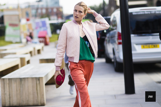 streetstyle-red-track-pants-fashion-trend