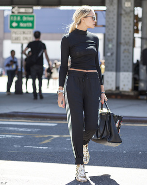 streetstyle-black-track-pants-fashion-trend