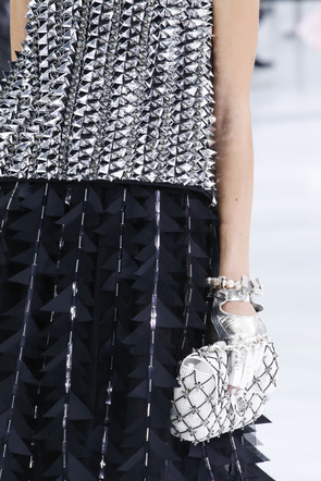 Chanel_sp2016_runway_metallic_detail