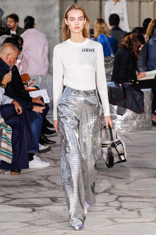 Loewe_runway_sp2016_silver_metallic_pant_fashion