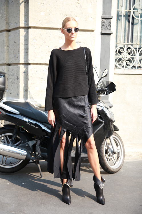 STREETWEAR-BLACK-CUT-FRINGE- SKIRT