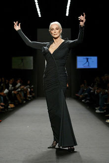 Carmen Dell Orefice, black, runway