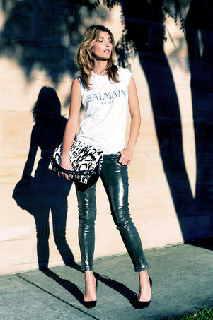 streetstyle_metallic_leather_green_pant_balmain_tee