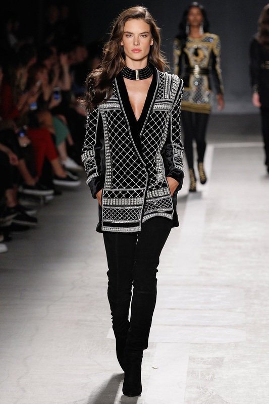 alessandra-ambrosio-walks-the-runway-at-the